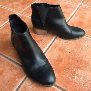 Dr. Scholl's Tumble Black Ankle Chelsea Boot 9.5